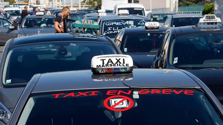 In vielen europäischen Städten hat Uber Unruhe unter Taxifahrern ausgelöst (hier: Taxifahrerstreik im südfranzösischen Marseille, Foto: Claude Paris/TT)
