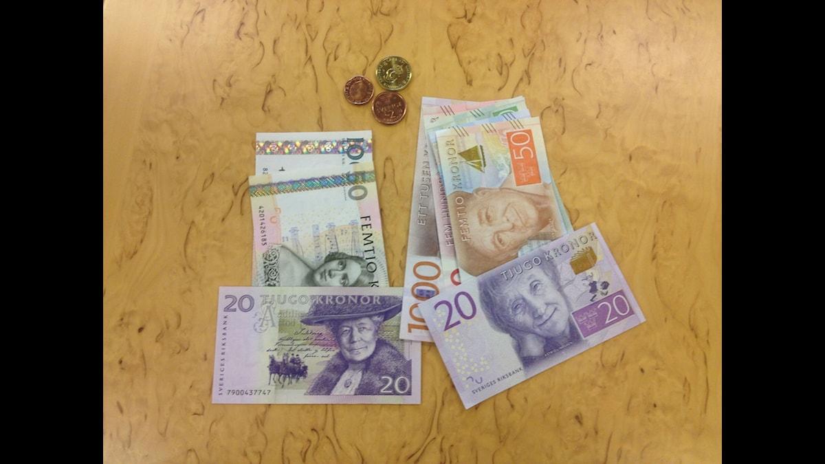 Nya och gamla sedlar på riksbanken