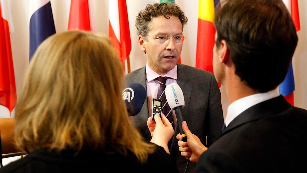 Eurogruppens ordförande Jeroen Dijsselbloem möter pressen efter förhandlingarna. Foto: Francois Walschaerts/TT.