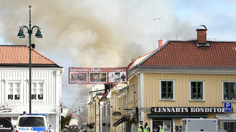 et brinner i Gamla stan i Eksjö, hus från 1600-talet står i lågor. Foto: Mikael Fritzon/TT.