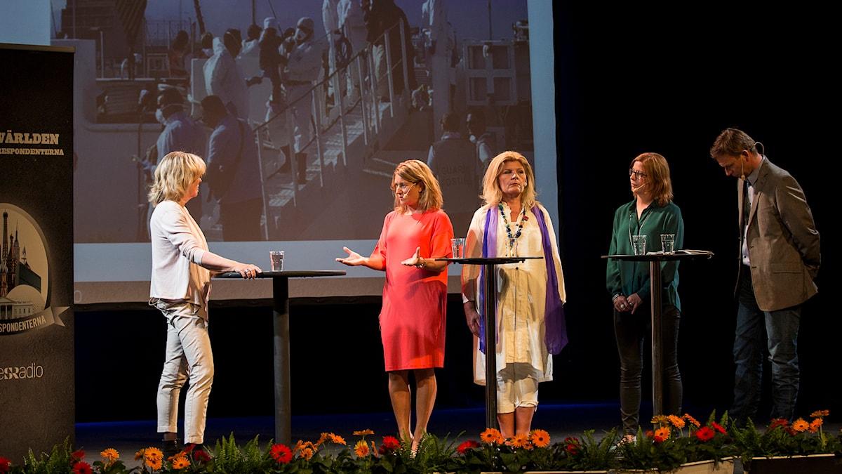 Helena Groll modererar samtal med Beatrice Janzon, Cecilia Uddén, Katja Magnusson och Richard Myrenberg. Foto: Mikael Grönberg/Sveriges Radio.
