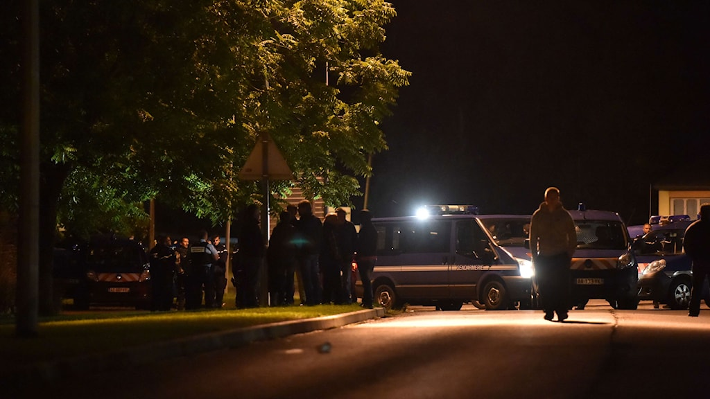 Polis nära lägret där skottlossningen inträffade.