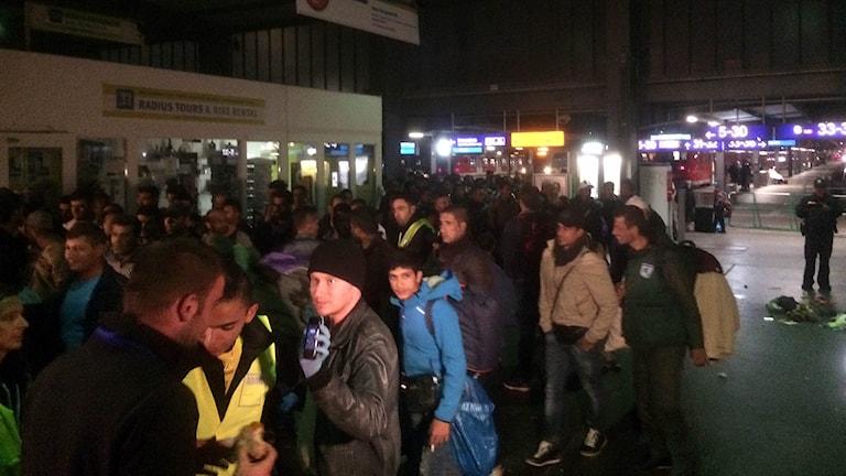 Flyktingar anländer till Centralstationen i München. Foto: Daniel Alling/TT.