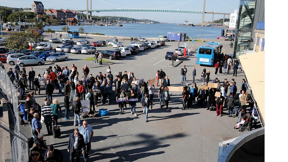 Flyktingar anländer med Stena lines fartyg Scandinavica från Kiel till färjeterminalen i Göteborg. Nu på förmiddagen kommer ytterligare flyktingar med en färja till Göteborg. Foto: Adam Ihse/TT.
