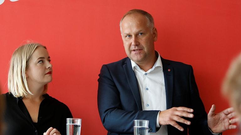 Ung Vänsters Hanna Cederin och Jonas Sjöstedt vid vänsterdagarna i Malmö. Foto: Stig-Åke Jönsson/TT.