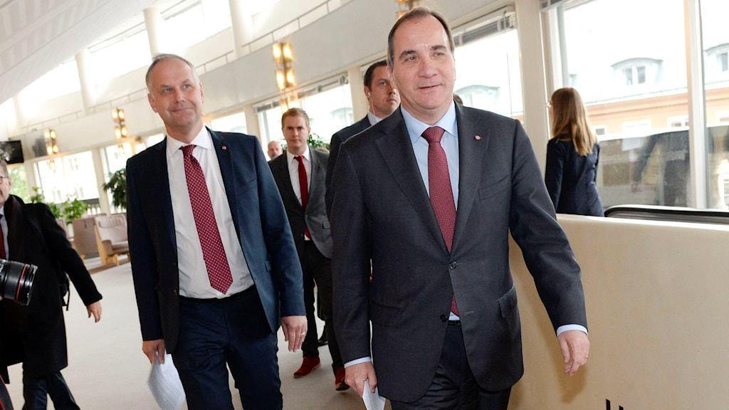 Vänsterpartiets partiledare Jonas Sjöstedt tillsammans med statsminister Stefan Löfven. Foto: Jonas Ekströmer/TT.