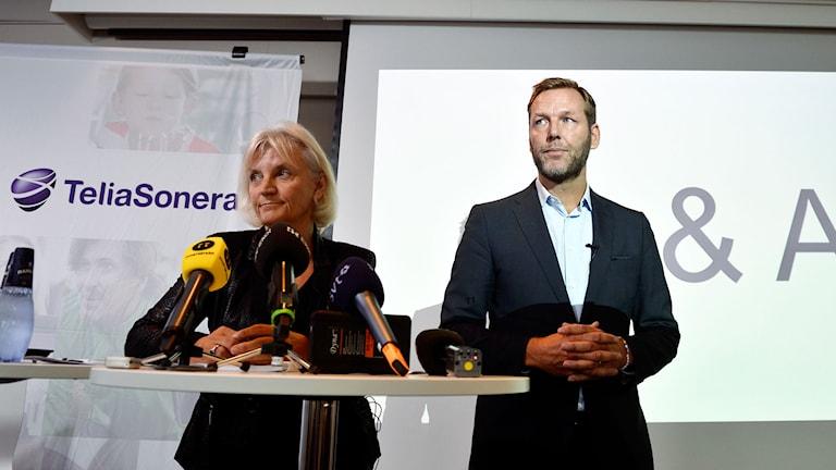 Marie Ehrling, Telias styrelseordförande, och Johan Dennelind, Telia Soneras vd, under en pressträff på Telias huvudkontor i Stockholm. Foto: Vilhelm Stokstad/TT.
