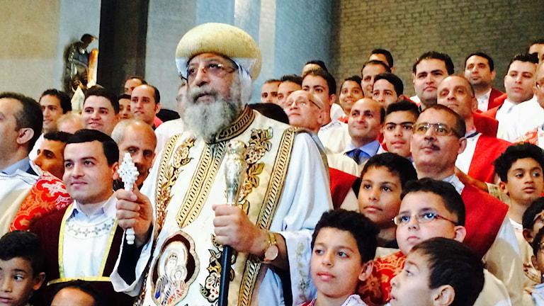 Påve Tawadros i en folkmassa.