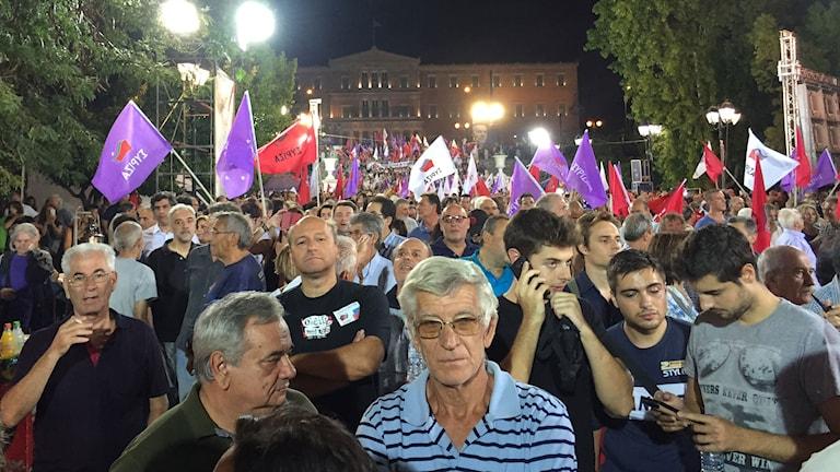 Syntagmatorget nedanför parlamentet i Aten på fredagskvällen. Foto Johanna Melén/Sveriges Radio.