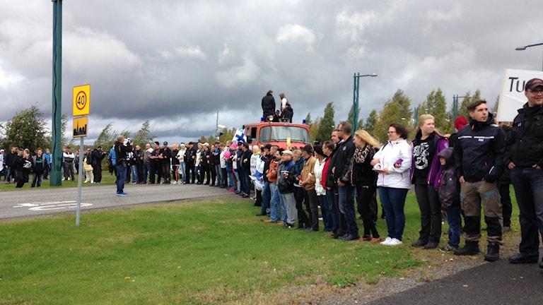 Demonstration i Torneå mot att Finland tar emot flyktingar. Foto Marcus Nilsson / Sveriges Radio.