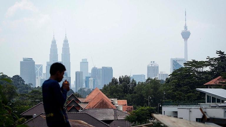 En siluett från Malaysias huvudstad Kuala Lumpur. Foto: Joshua Paul/TT.