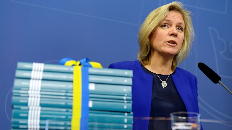 Finansmininster Magdalena Andersson presenterar budgetpropositionen under en pressträff i Rosenbad i Stockholm. Foto: Jessica Gow/TT.