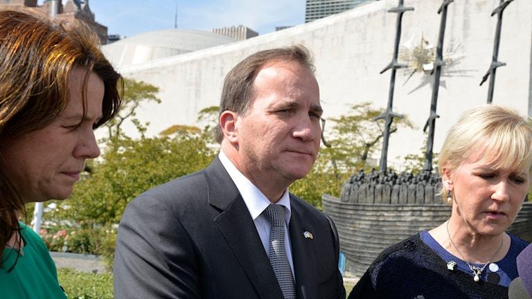 Miljöminister Isabella Lövin, statsminister Stefan Löfven och utrikesminister Margot Wallström. Foto: Tina Magnergård-Bjers/TT.