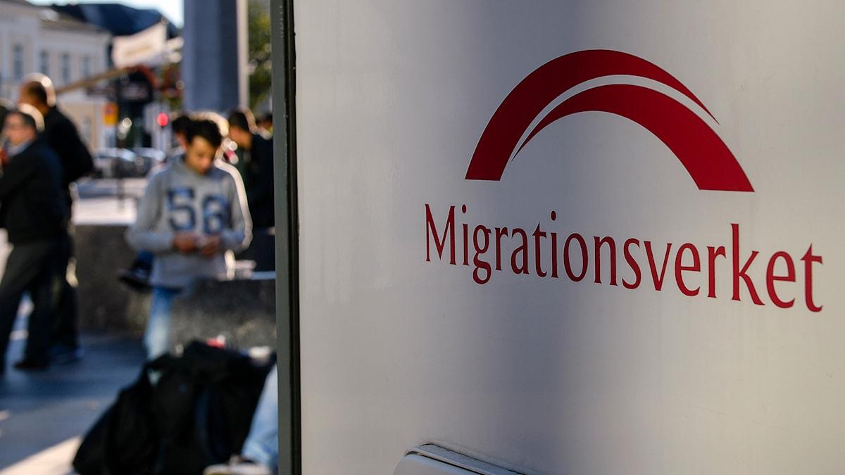 Migrationsverket på plats vid Malmö central för att hjälpa nyanlända flyktingar. Foto Anders Wiklund/TT
