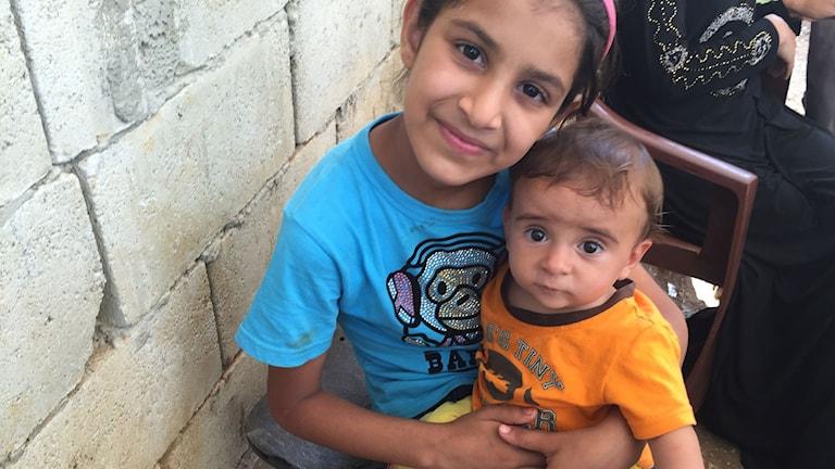 Syriska barn på flykt i Libanon. Lille Muhammed föddes på flykt och har aldrig sett hemlandet. Foto: Katja Magnusson/Sveriges Radio.