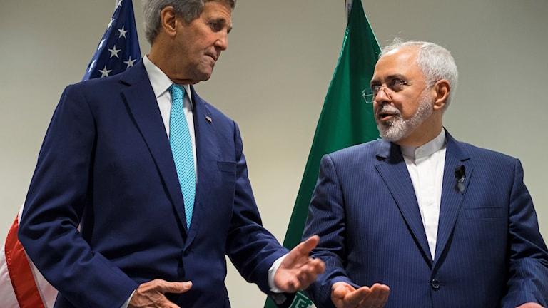 John Kerry och Mohammad Javad Zarif (till höger). Foto: Craig Ruttle / AP