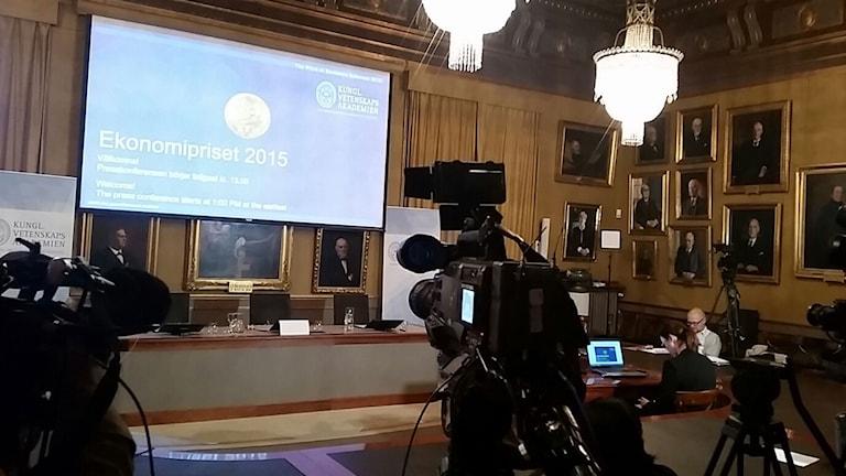 Inför tillkännagivandet av 2015 års pris i ekonomisk vetenskap till Alfred Nobels minne. Foto: Alexander Gagliano/Sveriges Radio.