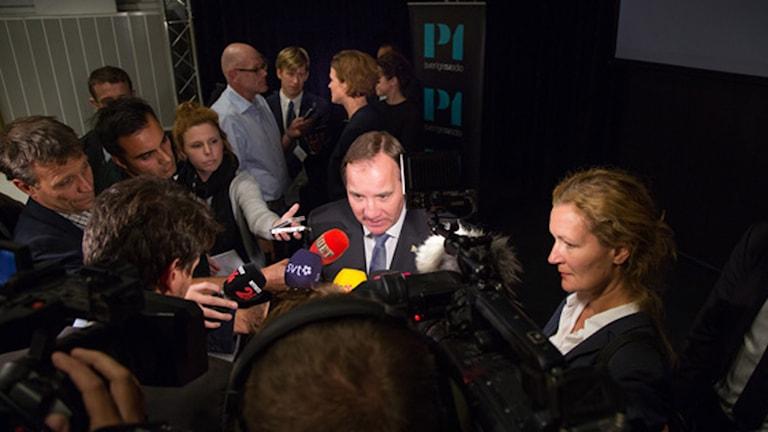 Anna Kinberg Batra och Stefan Löfven möter journalisterna efter duellen. Foto: Mattias Ahlm, Sveriges Radio.