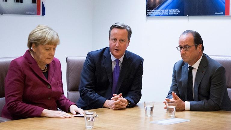Angela Merkel, David Cameron och Francois Hollande på plats för EU-toppmötet i Bryssel. Foto: Yves Herman/TT.