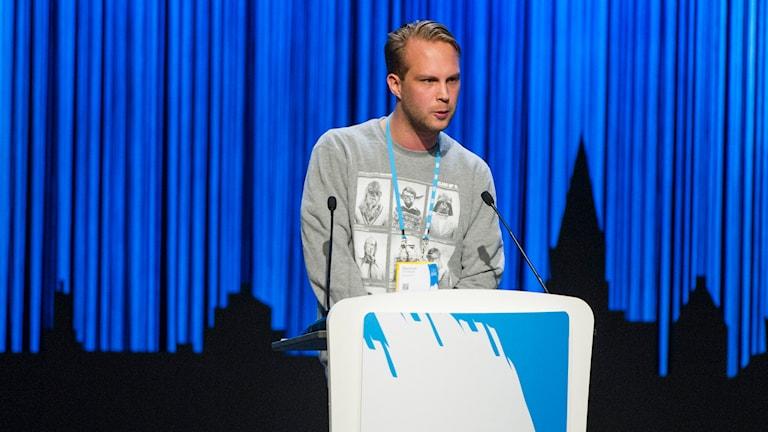MUF:s ordförande Rasmus Törnblom under Moderaternas partistämma i Karlstad. Foto: Fredrik Karlsson / TT