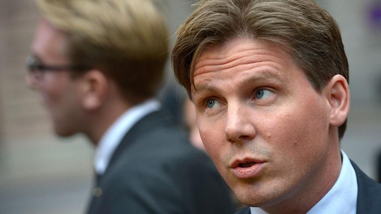 Närbild på Erik Ullenhag, ekonomisk-politisk talesperson (FP). Foto: Janerik Henriksson / TT.