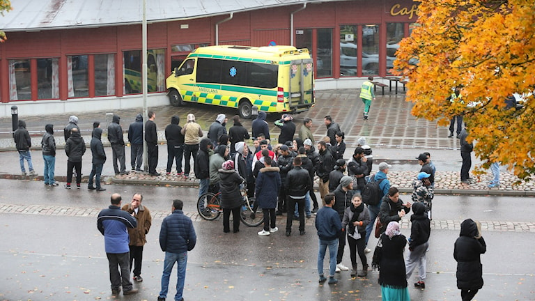 Utanför skolan i Trollhättan. Foto: Bjorn Larsson Rosvall/TT.