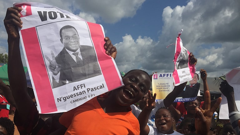 Supportrar till en av kandidaterna i Elfenbenskustens val. Foto: Nicolas Garriga / AP