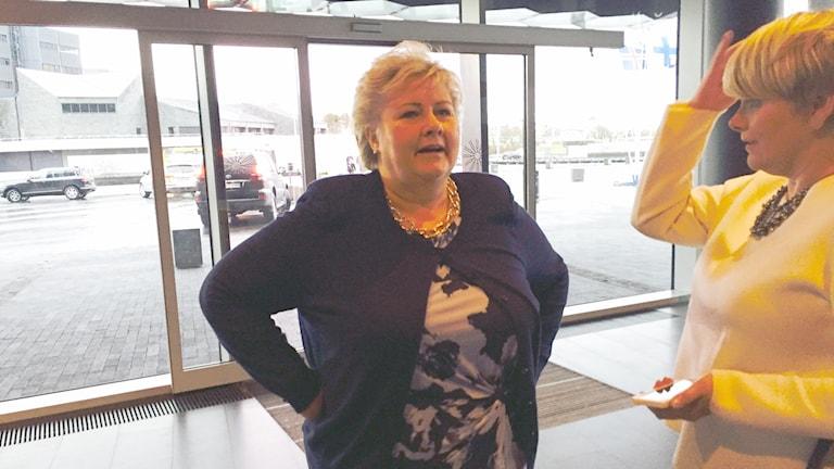 Norges statsminister Erna Solberg anländer till Nordiska Rådets möte i Reykjavik. Foto: Jens Möller/ Sveriges Radio