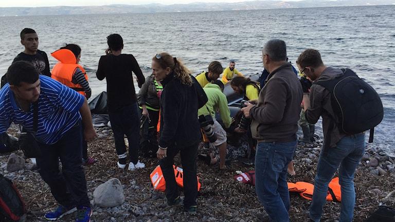 Folk på strand. Foto: Johanna Melén/Sveriges Radio.
