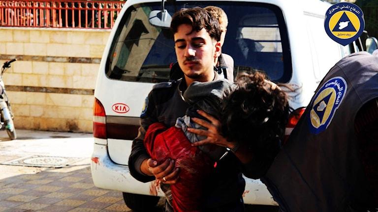 Fler än 70 dödades under lördagen vid en attack mot en marknad utanför Damaskus. Foto: AP