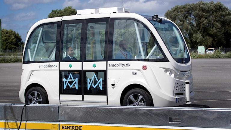 Självkörande minibuss under en demonstration av självkörande fordon i Frihamnen i Göteborg