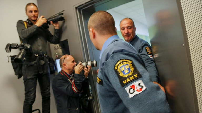 Press outside the courtroom for the trial of Lisa Holm's killer. Photo: Adam Ihse / TT.