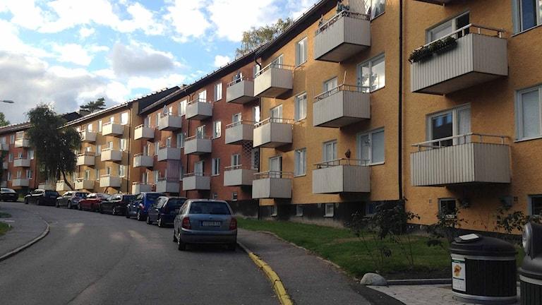 Ett äldre flerbostadshus. Foto: Annika Digréus/Sveriges Radio.