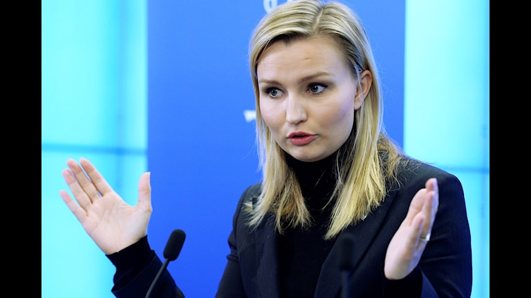 Ebba Busch Thor i talarstolen i riksdagen