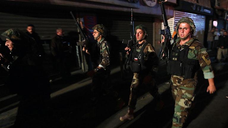 Säkerhetsstyrkor var snabbt på plats i Burj al-Barajneh i södra Beirut. Foto: TT.