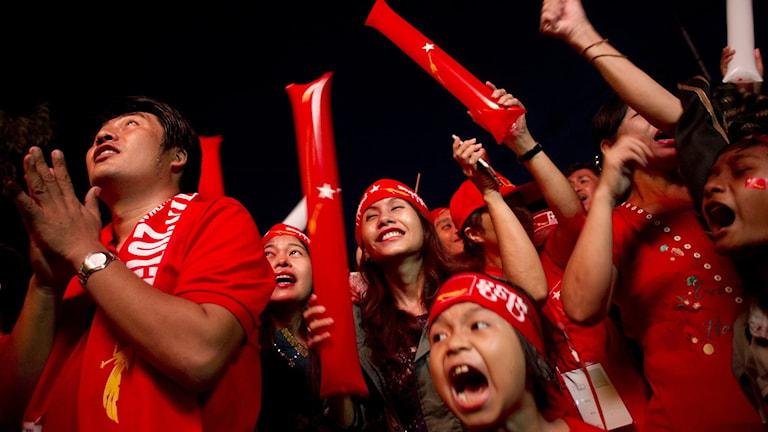 Supportrar till oppositionspartiet NLD i Burma. Foto: Ye Aung Thu/AFP.