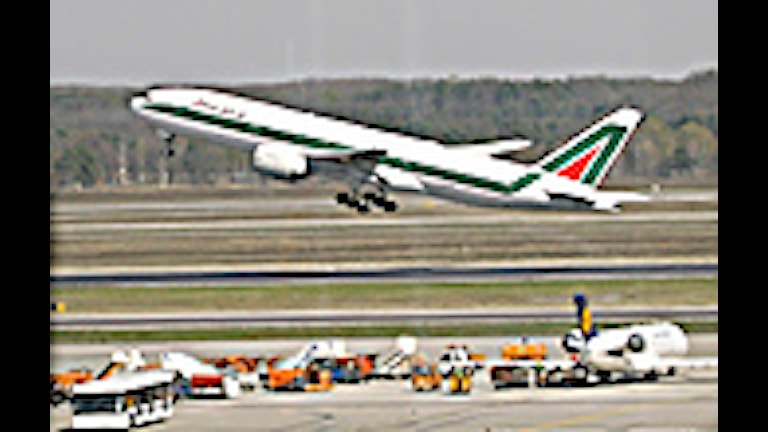 Ett plan från Alitalia lyfter från Malpensa utanför Milano. Foto:Luca Bruno/Scanpix.