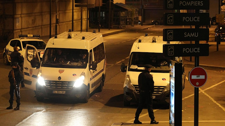 Polisbilar i Paris.