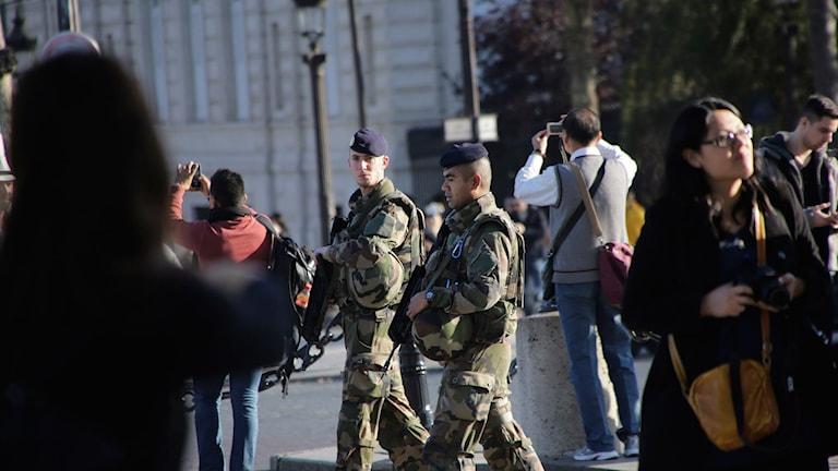 Franska soldater patrullerar centrala Paris. Foto: Amr Nabil/TT.