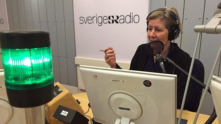 Agneta Ramberg i Ekots studio. Foto: Viktor Mattsson/Sveriges Radio.