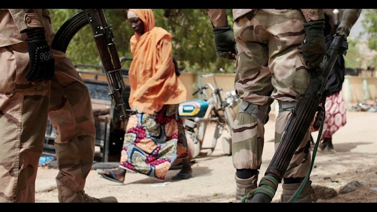 Checkpoint i Gwoza, Nigeria, en stad som befriades från Boko Haram tidigare i år. Foto: Lekan Oyekanmi / TT