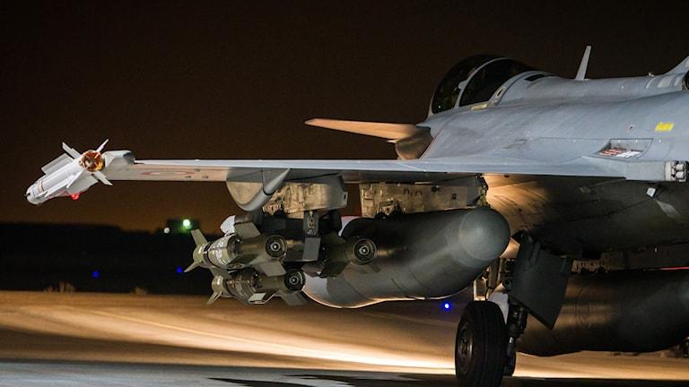 Frankrike har attackerat IS-mål sedan i söndags kväll. Foto: Sébastien Dupont/TT