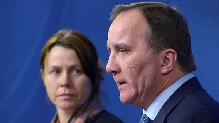 Премьер-министр Стефан Лёвен/Stefan Löfven (S) и вицепремьер Оса Ромсон/Åsa Romson (MP) на представлении новой, более жесткой линии по приему беженцев в Швеции. Фото: Janerik Henriksson