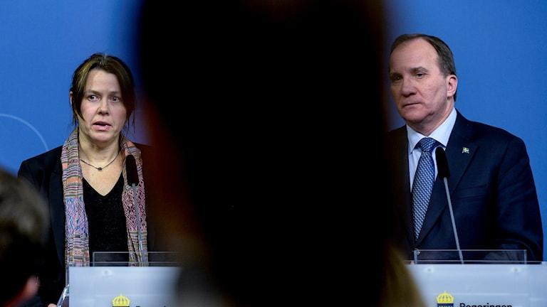 Åsa Romson och Stefan Löfven håller presskonferens. Foto:  Janerik Henriksson/TT.