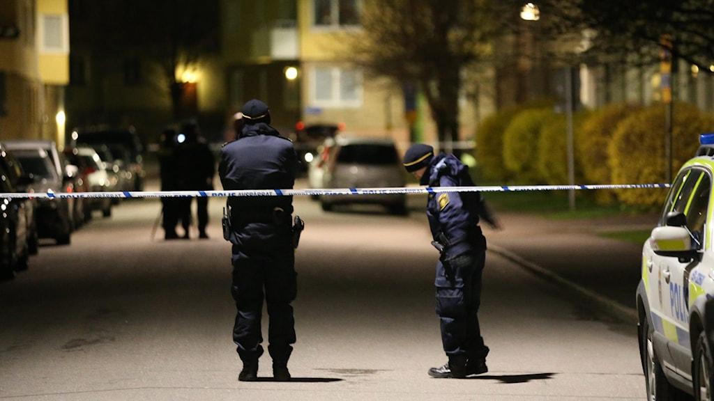 Polis på gata i Göteborg efter en skottlossning. Foto: Björn Larsson Rosvall/TT.