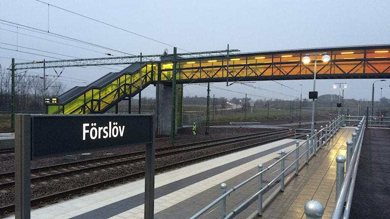 Bilden visar den nybyggda tågstationen i Förslöv, vid den södra mynningen av Hallandsåstunneln. Foto: Anna Bubenko/Sveriges Radio.