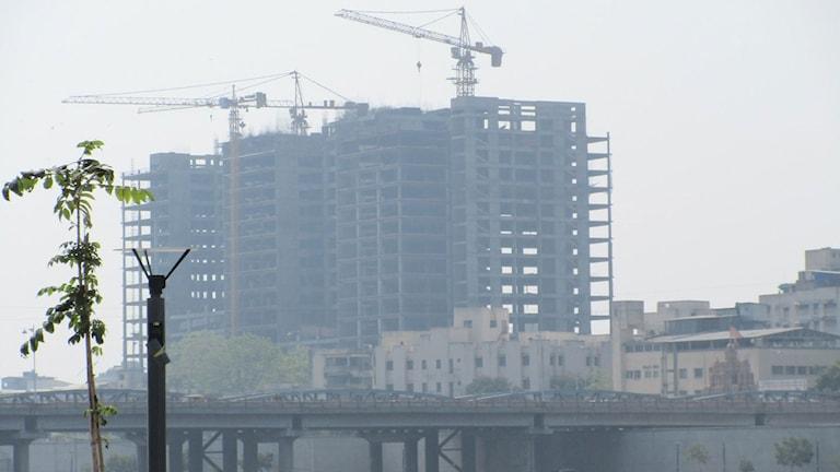 Höghusbygge i indiska Ahmedabad. Foto: Anders Wennersten/Sveriges Radio.