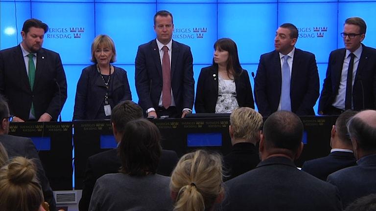 Johan Hedin (C), Beatrice Ask (M), Anders Ygeman (S), Annika Hirvonen Falk (MP), Roger Haddad (L) och Andreas Carlson (KD). Foto: Thommy Tengborg/TT