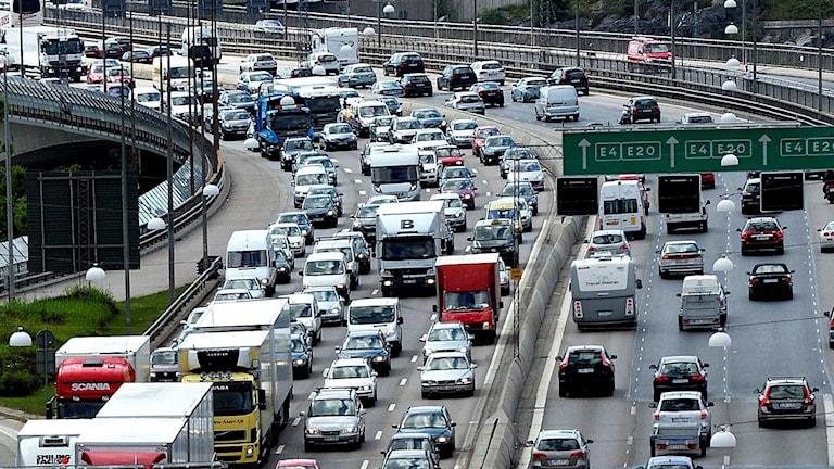 Tät trafik på stor motorled. Foto: Tomas Oneborg/TT.
