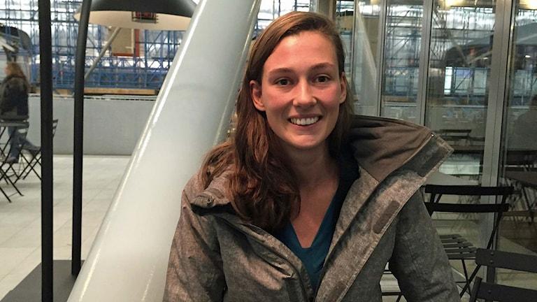 Rachel i Utrecht Nederländerna har haft svåra ryggsmärtor i flera år. Foto: Johan Bergendorff / Sveriges Radio